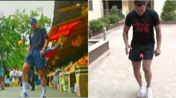 Dupa ce a jonglat cu portocale, Marius Niculae a jonglat si cu OUA DE PASTE! Cate a tinut pe picior. SUPER VIDEO