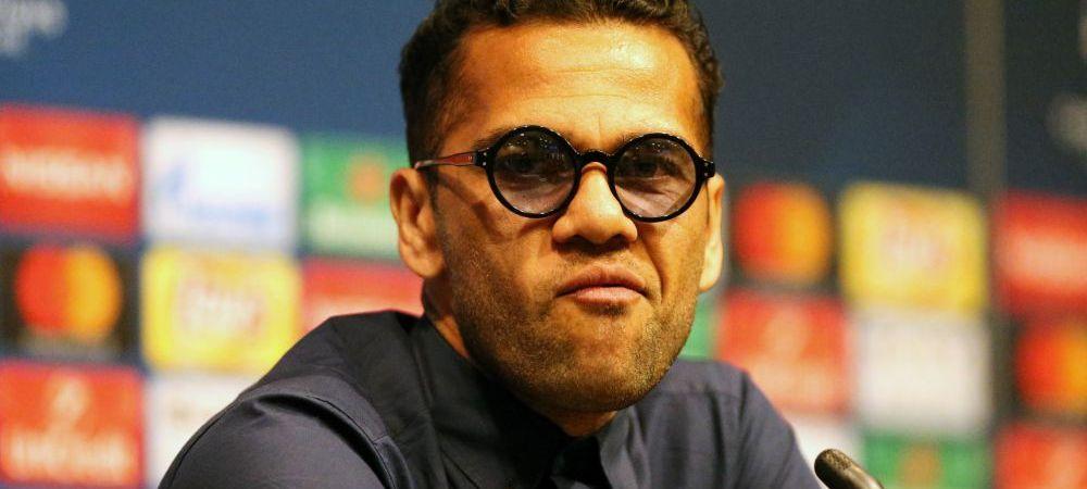 Mesajul lui Dani Alves, cel care a sarutat gazonul la revenirea pe Nou Camp, dupa ce a scos Barca din Liga