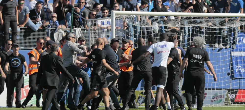 4 arestati dupa ce jucatorii lui Lyon au fost BATUTI pe teren la Bastia. Tribuna de unde au plecat huliganii va fi reconstruita