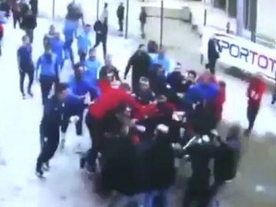 BATAIE in fata vestiarului! Un star URIAS din fotbal a luat la pumni un jurnalist. Ce s-a intamplat