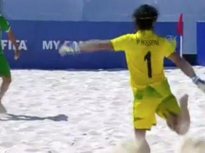 GOL FABULOS marcat de portarul Iranului la fotbal pe plaja! Cum a putut sa inscrie de la o distanta uriasa