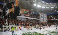 VIDEO: Momentul care nu s-a vazut la TV! Fanii lui Dinamo au intrat pe teren dupa victoria in derby! Care a fost jucatorul luat in brate de suporteri