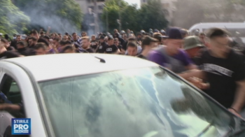 Scandal ca in Vestul salbatic inainte de ASU Poli Timisoara - UTA Arad! Jandarmi si gaze lacrimogene, 10.000 de suporteri la meci! VIDEO
