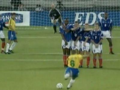 """20 de ani de la golul care a sfidat legile fizicii. Roberto Carlos: """"Nici acum nu stiu cum am reusit sa trag asa"""". VIDEO"""