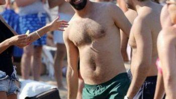 """Asa arata un fotbalist de 30 de milioane de euro AL BARCELONEI. Aparitie soc pe plaja, cu """"colacul de salvare"""""""