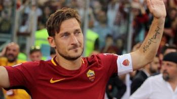 """Nu a putut sa isi tradeze marea iubire! Totti s-a razgandit: nu mai vrea sa joace fotbal si asteapta oferta DE LA ROMA: """"Sunt la dispozitia voastra!"""""""
