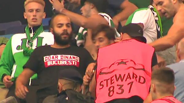 """Doar Dinamo Bucuresti"" s-a vazut din nou pe National Arena! Dinamovistii s-au infiltrat in galeria lui Sporting. VIDEO"