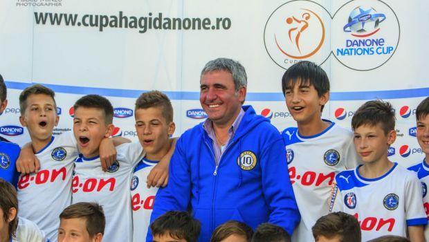 Lectii de la Hagi, Zidane si Berbatov   Ambasadorii celui mai important turneu pentru copii din lume ii invata pe micii fotbalisti secretele jocului