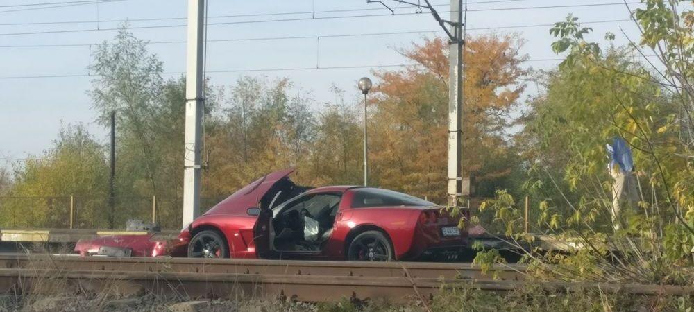 Imaginea zilei! Masina abandonata pe sinele de tren in gara din Buftea. FOTO