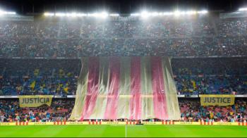 """""""EUROPA, O RUSINE!"""" Proteste in Catalunia la meciul Barcelonei cu Sevilla. FOTO"""