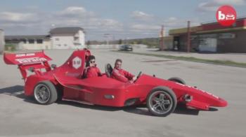 Masina de Formula 1 HOMEMADE. Un sarb a muncit 3 ani si a investit 30 de mii de euro in vehicul. Ce viteza poate atinge