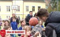 Uriasii de la Cluj s-au intors la scoala! Au fost luati cu asalt de copii! VIDEO
