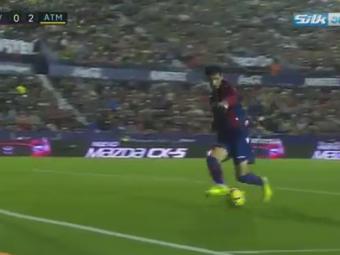 Gafa etapei vine de la meciul lui Atletico Madrid ! Fundasul advers i-a pus mingea pe tava lui Gameiro. VIDEO