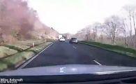 Accident infiorator din cauza unui sofer nerabdator! Momentul in care trei masini ZBOARA de pe sosea. VIDEO