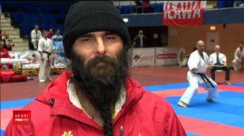 Spiridusul lui Mos Craciun se BATE la Karate! Suepr imagini de la campionatul din Bucuresti