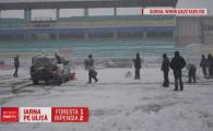 Primul semn ca urmeaza Singur Acasa la PRO TV :) S-a jucat pe zapada azi la Suceava, un angajat al clubului a fost trimis la mall sa cumpere o minge rosie VIDEO