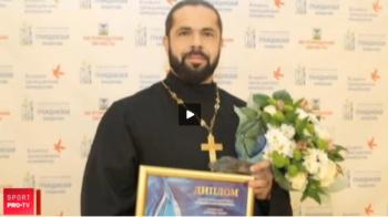 VIDEO: Cum arata preotul care ziua e la slujba, iar seara participa la concursurile de culturism
