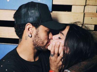 Neymar a inceput 2018 cu o noua cucerire! Cine este femeia cu care s-a sarutat la miezul noptii