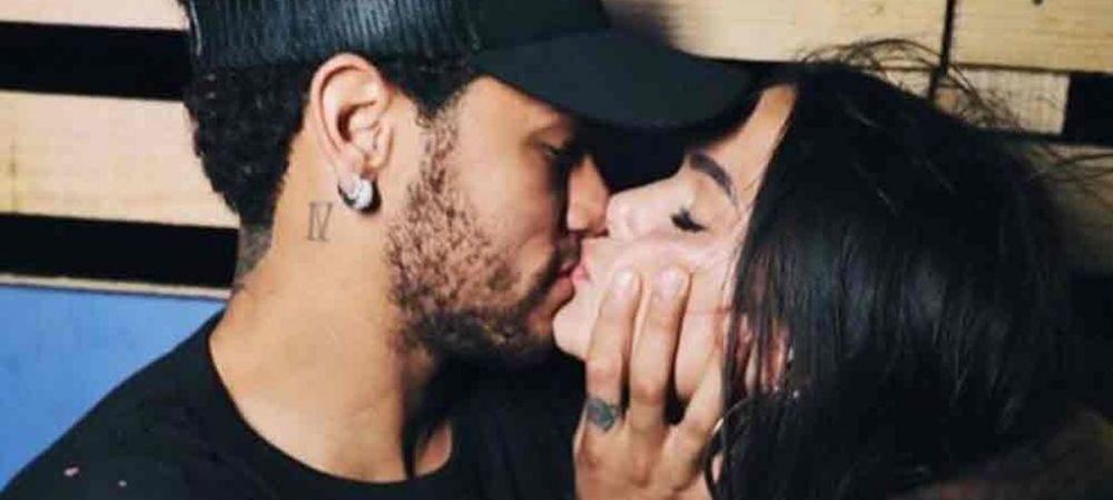 Neymar confirmat noua relatie cu un sarut pasional! Cum arata BOMBA SEXY din Brazilia cu care se iubeste starul lui PSG. FOTO