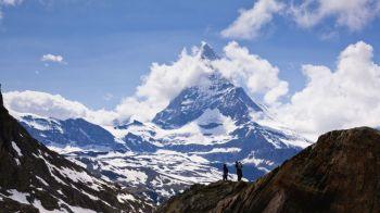 Situatie incredibila la una dintre cele mai populare statiuni de schi din lume: 13.000 de turisti sunt BLOCATI! Risc maxim de avalansa, nimeni nu poate pleca din oras!