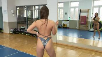 """La 16 ani a devenit campioana mondiala la fitness si culturism: """"Nu pierd noptile in cluburi si merg zilnic la sala!"""" VIDEO"""
