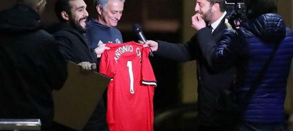 FARSA la care Mourinho nu se asteapta niciodata! Cum a reactionat cand niste fani l-au rugat sa semneze un tricou cu numele lui Antonio Conte