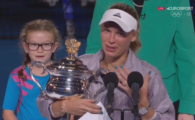 SIMONA HALEP, AUSTRALIAN OPEN // Caroline Wozniacki a urcat pe podium si i s-a adresat Simonei! Ce i-a spus