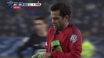 """""""Am zis portaaaar!"""" Dani Alves a luat locul portarului in meciul cu Sochaux, dupa eliminarea lui Trapp"""