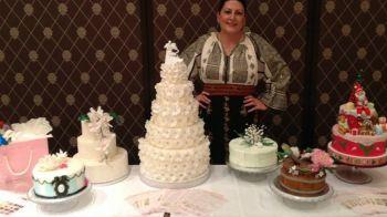 Sotia lui Lupescu se ocupa cu blaturile! La propriu! :)