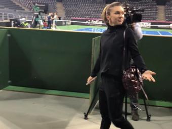 FOTO EMOTIONANT   Gestul facut de Simona Halep inainte de meciul Soranei Cirstea cu Zhao! Halep a anuntat ca merge la Doha