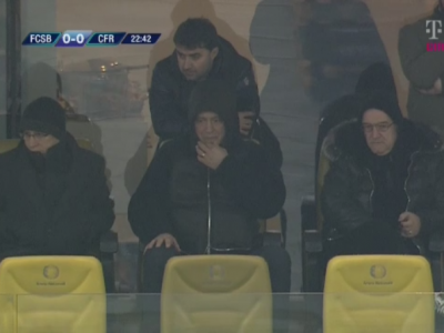 Men in black! Imagine amuzanta pe National Arena: conducerea Stelei, zgribulita de frig! Lutu sta in picioare si rezista :)