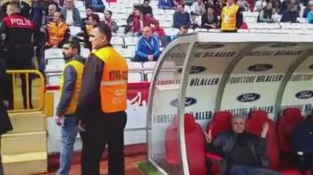 INCA UN SCANDAL URIAS pentru Sumudica in Turcia?! Fanii au vrut sa-l ATACE pe banca! VIDEO