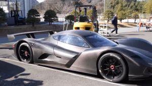 Japonezii se lauda ca au construit cea mai rapida masina din lume: ajunge la 100km/h in mai putin de 2 SECUNDE! Bate orice masina de Formula 1 si poate fi condusa LEGAL pe strazi