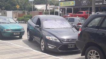 MAGIE? Masina care pare ca LEVITEAZA cand iese din parcare! Cel mai simplu mod de a iesi din spatii inguste. VIDEO