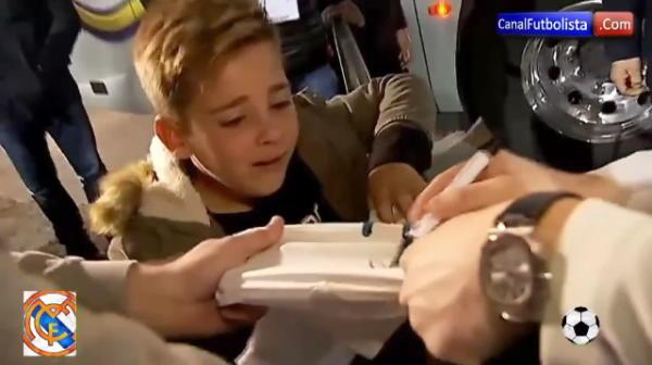 """""""Cristianooooo, da-mi un autograf!"""" Moment emotionant dupa meciului Realului cu Betis! Ce s-a intamplat cu acest copil cand a strigat dupa Ronaldo"""