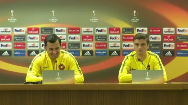 """""""Il avem alaturi de noi pe antrenorul Stelei, Mihai Stoica!"""" :)) Reactia lui Dica dupa gafa translatorului"""