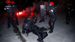 TRAGEDIE: un politist a murit in urma luptelor de strada, aseara, in Europa League