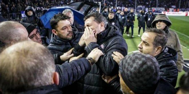Razvan Lucescu, in mijlocul unui mare HAOS: PAOK - Olympiakos, amanat, antrenorul a fost lovit de suporteri! VIDEO
