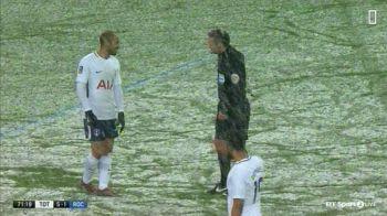 Faza zilei a avut loc pe Wembley! Ce a vrut sa faca arbitrul in timpul meciului Tottenham - Rochdale! Lucas Moura a inceput sa rada cand l-a vazut