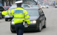 Motivul pentru care politistii pun mana pe masinile pe care le opresc in trafic. Stiai asta?