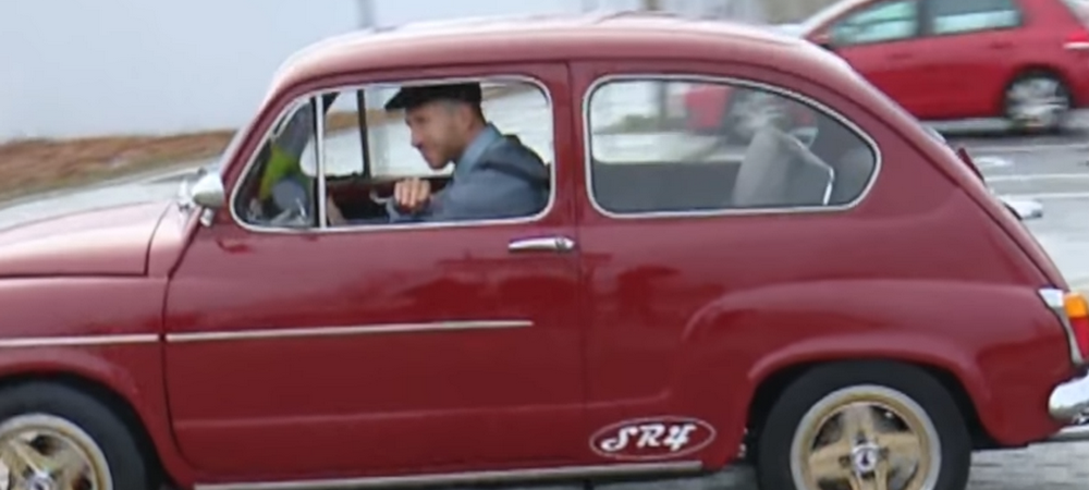 SR4 | Abia a incaput in el! Sergio Ramos a venit la antrenament cu un Seat 600 clasic personalizat! VIDEO