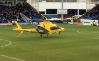 Moment incredibil la un meci disputat astazi in Anglia! Un elicopter-ambulanta a fost chemat de urgenta si a aterizat pe gazon! Ce s-a intamplat