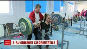 Are 48 de kilograme si ridica DUBLU greutatii sale! Ele se lupta pentru AUR la Europeanul de la Bucuresti