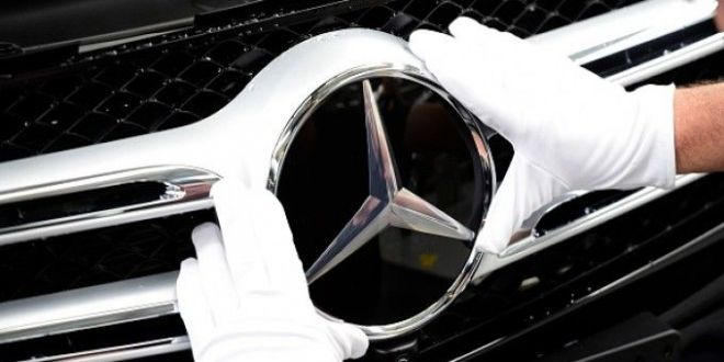 Teapa de lux. Ce a descoperit un sofer in Mercedesul sau E-Class, de 40.000 de euro