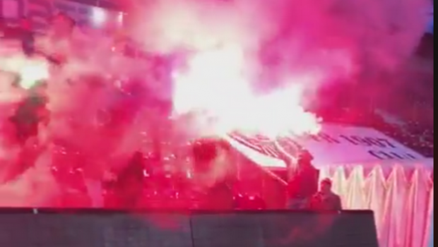 CFR - FCSB, 20:45 | Atmosfera incendiara! Galeria CFR-ului a aprins torte la antrenamentul de aseara! VIDEO