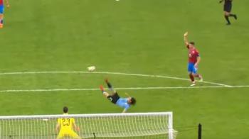 E voie cu d-astea?! :) Golazo marcat de Cavani in Uruguay - Cehia! Suarez a ajuns si el la cota 50: VIDEO
