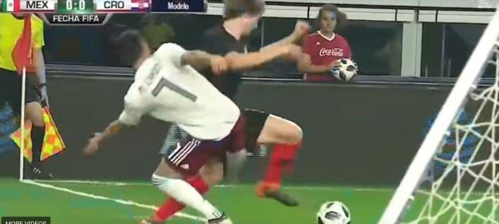 Probabil cel mai NEBUN penalty din 2018! Un jucator si-a doborat adversarul cu o lovitura de K1! VIDEO