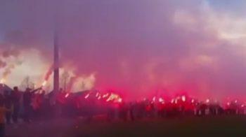 VIDEO   IMAGINI FABULOASE! Fanii lui Kayseri au luat cu asalt baza de pregatire a lui Sumudica inaintea derby-ului cu Fener
