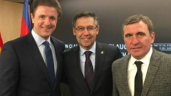 FOTO | Popescu si Hagi au urmarit din tribune spectacolul total facut de Barcelona cu Roma! Romanii, invitati speciali ai presedintelui Bartomeu