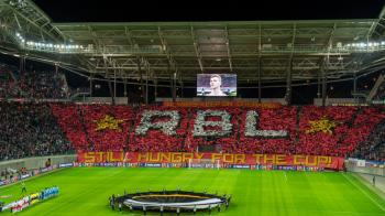 """""""Foamea pentru acest trofeu continua!"""" Coregrafie SUPERBA facuta de o echipa care acum un an promova in Bundesliga"""